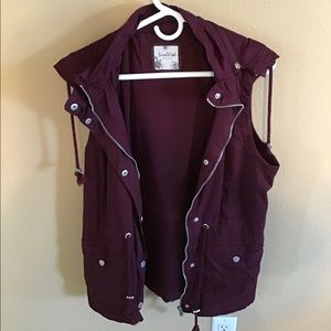 Jackets & Blazers - 🔥SALE🔥LIKE NEW burgundy vest w/ removable hood.
